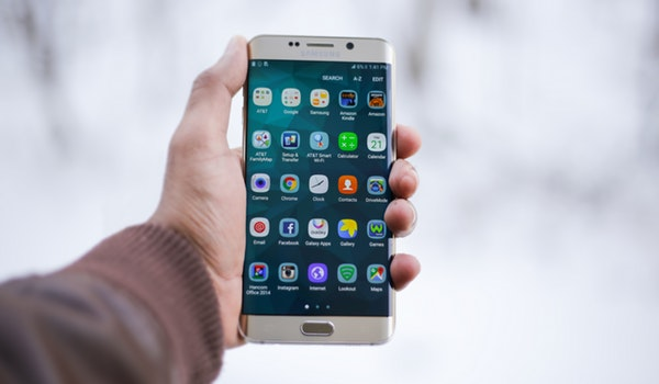 Smart phone previewing apps list